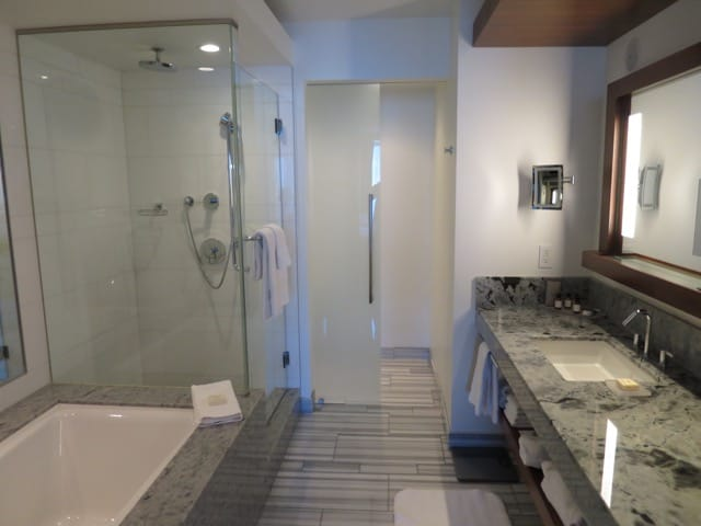 fairmont-pacific-rim-bathroom-photo
