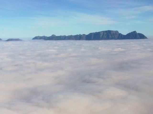 table-mountain-clouds-photo
