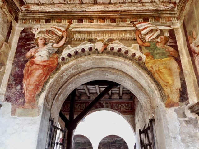 castello-di-malpaga-frescoes-photo