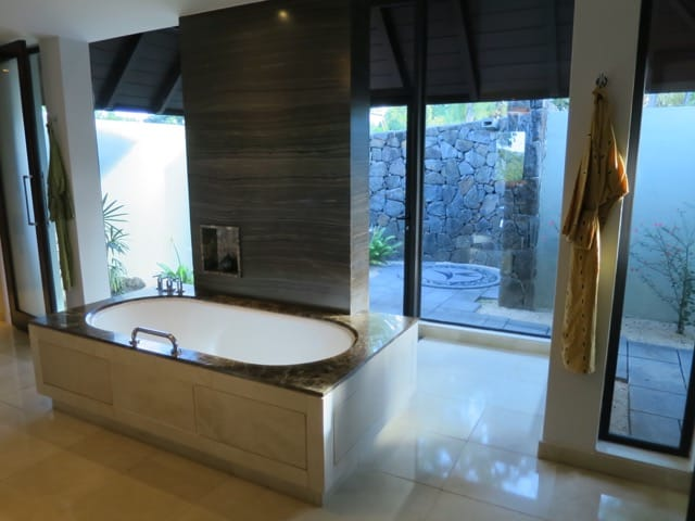 garden-villa-bathroom-tub-photo