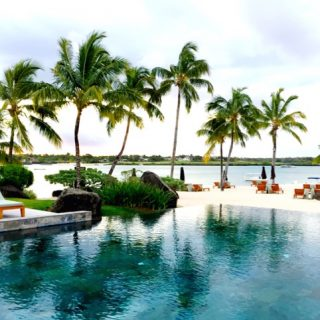 four-seasons-mauritius-infinity-pool-beach-photo