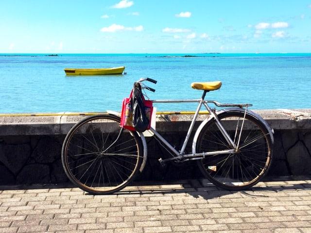 mauritius-lagoon-fishing-boat-photo
