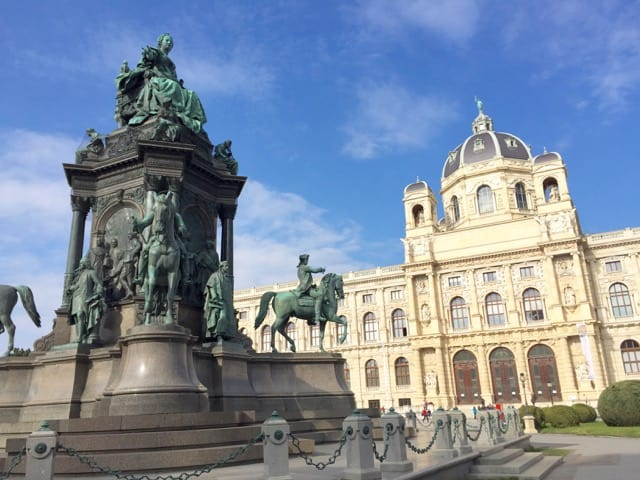 maria-theresien-platz-walking-tour-vienna-photo