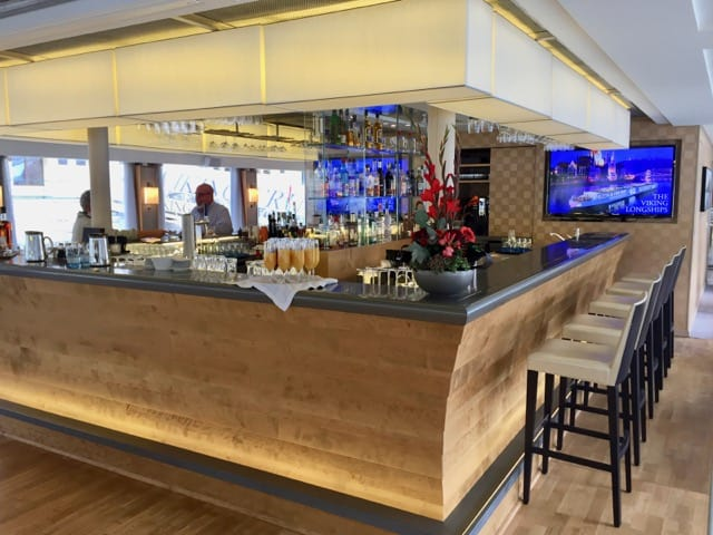viking-river-cruise-tor-bar-photo