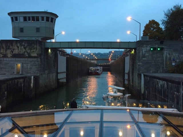 danube-river-lock-photo