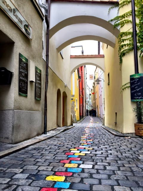things to see in passau hoellgasse photo