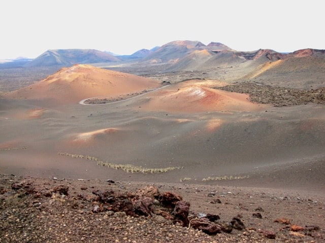volcanic-landscape-lanzarote-photo