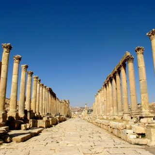 avenue-corinthian-columns-jerash-jordan-photo