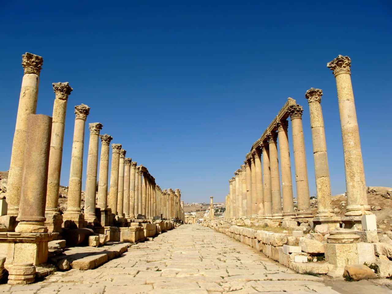 avenue-corinthian-columns-jerash-jordan-photo