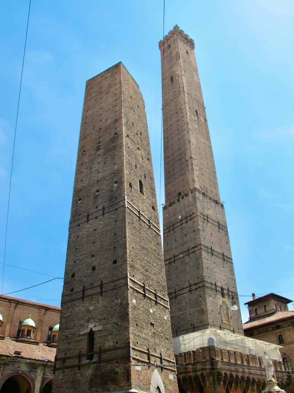 leaning-towers-bologna-photo