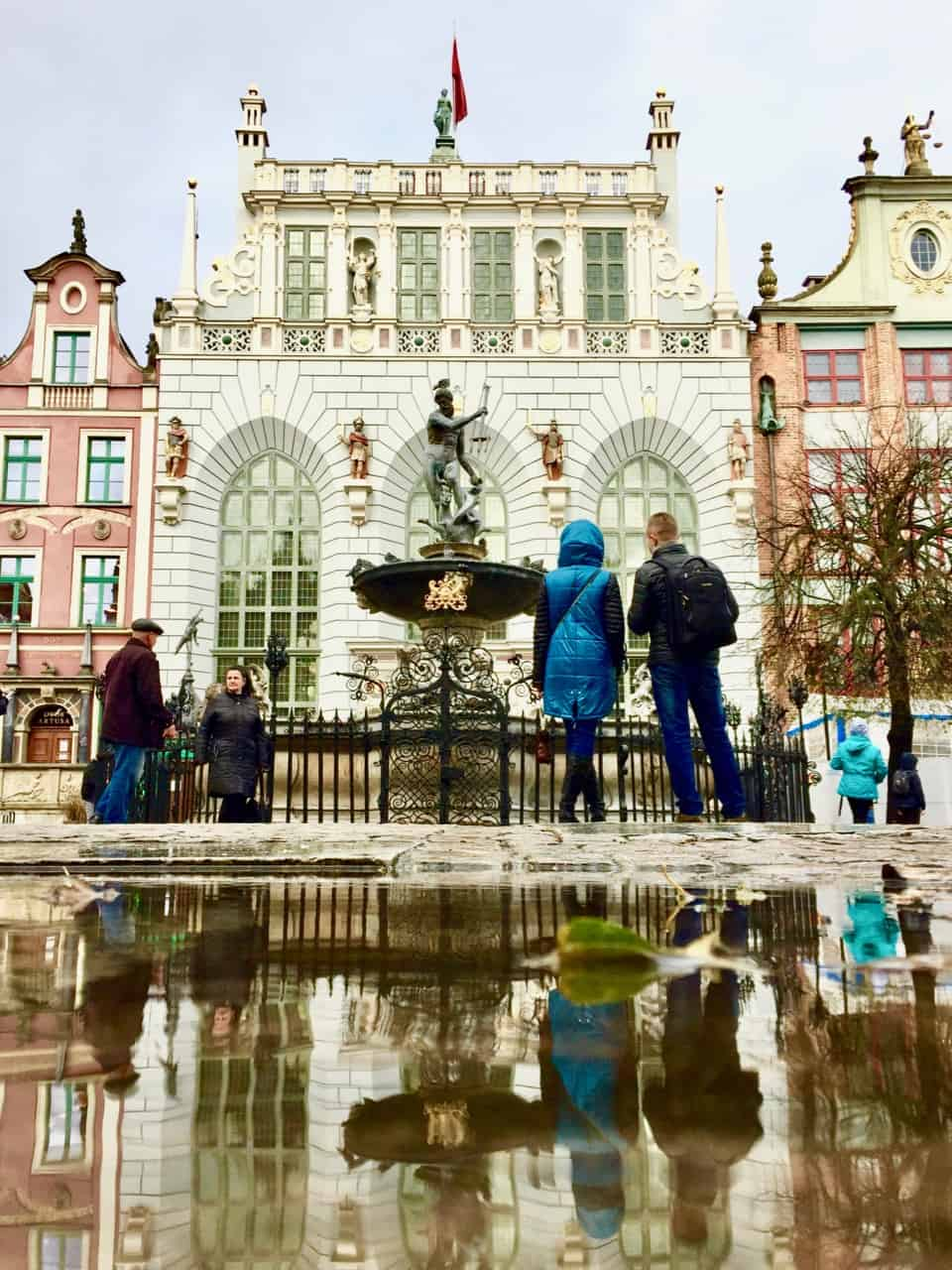 dwor-artusa-court-neptune-fountain-gdansk-photo