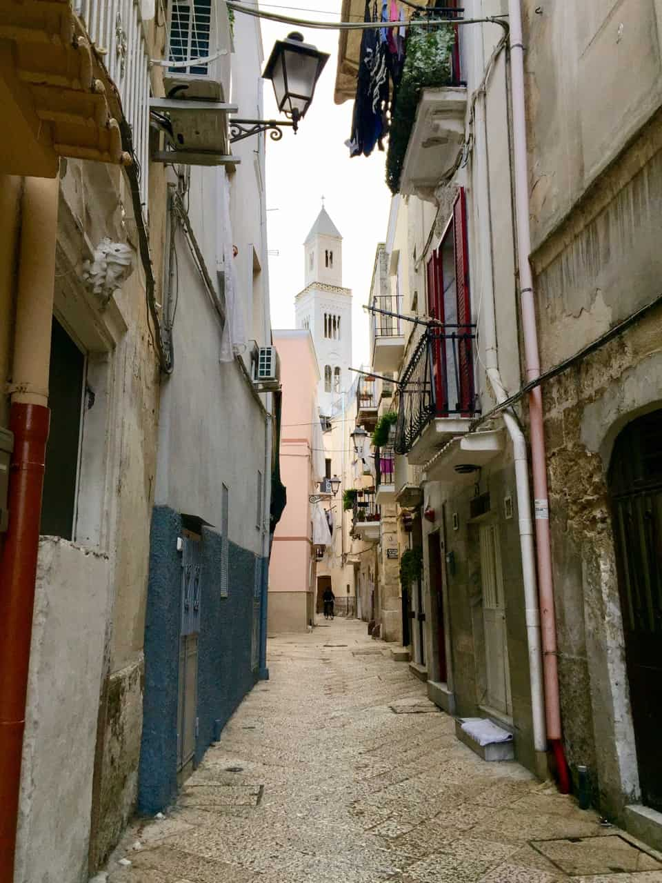 bari-puglia-alley-view-photo