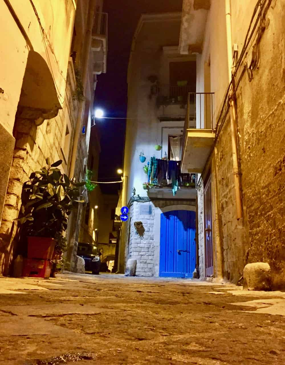 bari-street-night-photo