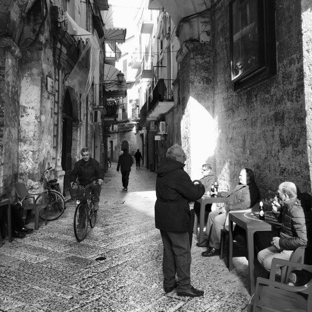 bari-street-photo
