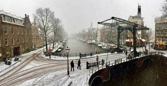 kloveniersburgwal-amsterdam-winter-photo