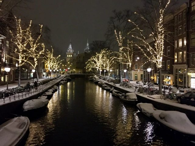 spiegelgracht-amsterdam-winter-photo