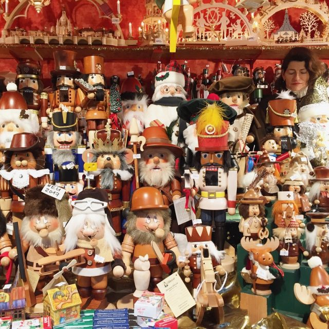 christmas-handicraft-figurines-dresden-photo