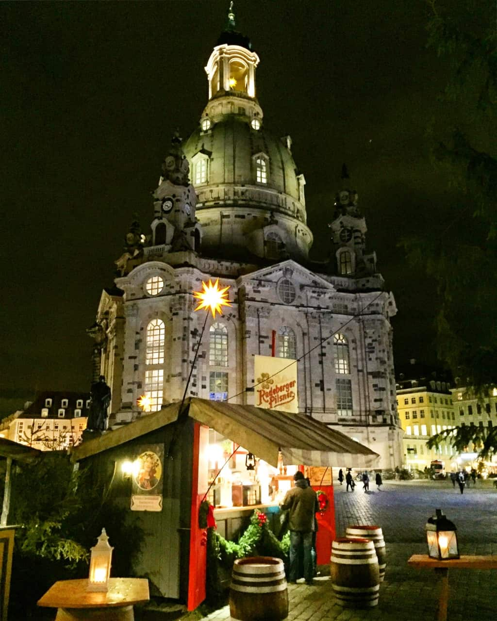 christmas-market-frauenkirche-dresden-photo