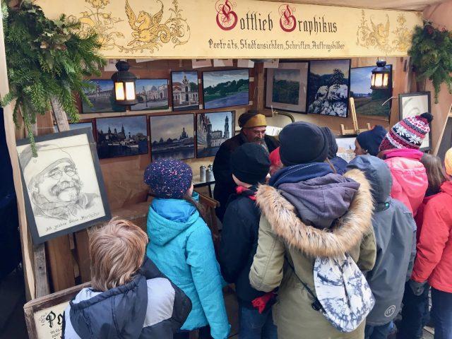 artist-medieval-christmas-market-dresden-photo