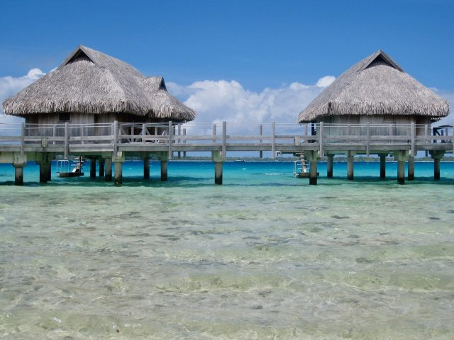 overwater-bungalows-bora-bora-photo