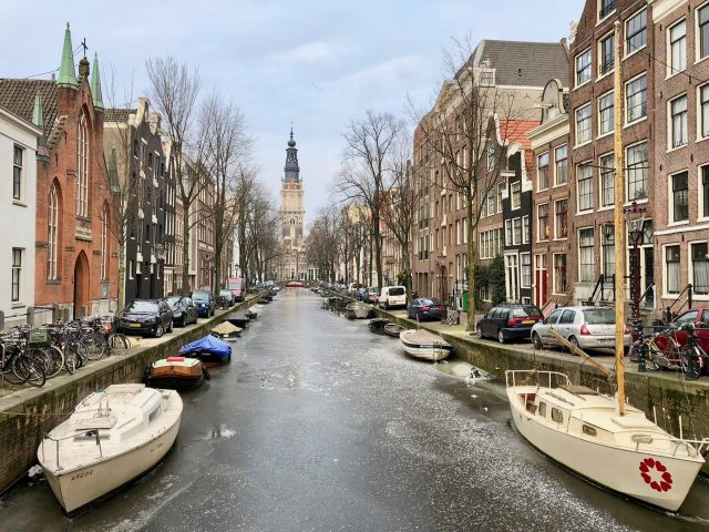 frozen-groenburgwal-canal-amsterdam-photo