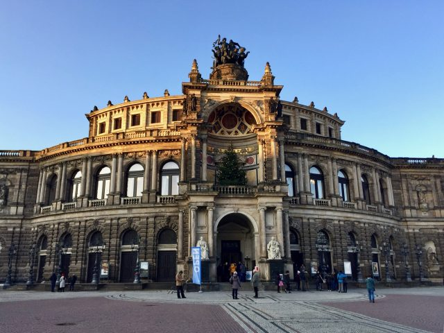 dresden-semper-opera-house-facade-photo