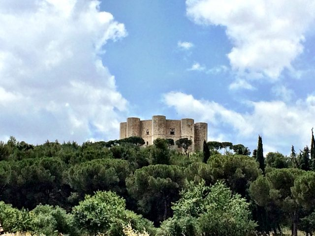 castel-del-monte-puglia-photo