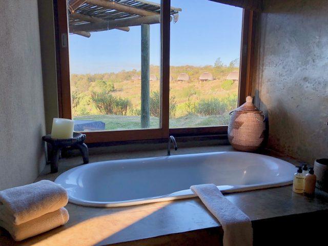 kwena-lodge-suite-bath-tub-photo