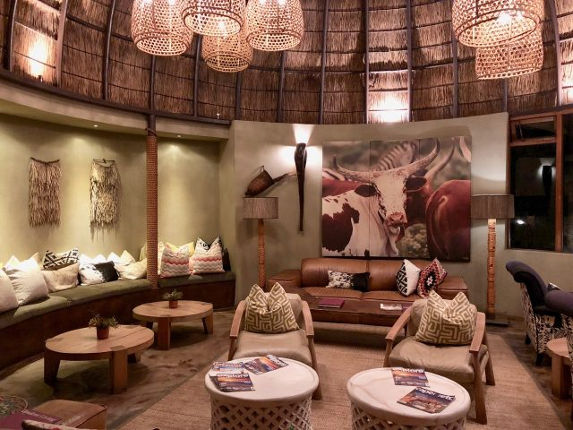 bar-lounge-kwena-lodge-photo