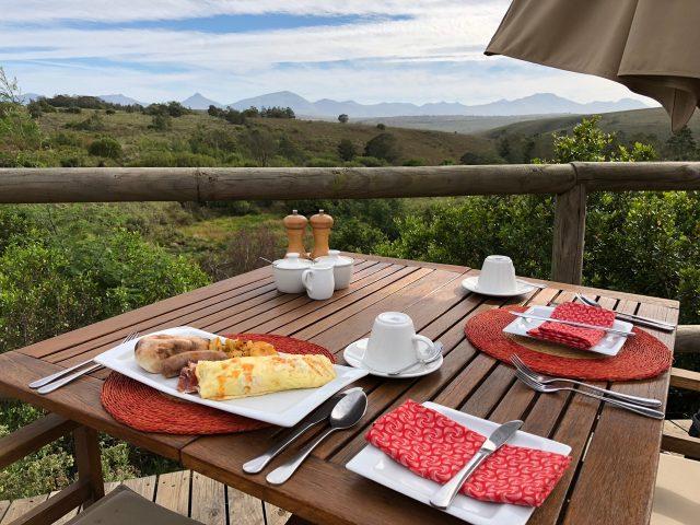 breakfast-boma-kwena-lodge-photo