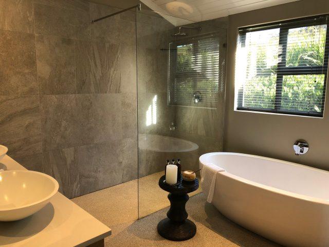 jordan-luxury-suites-bathroom-photo