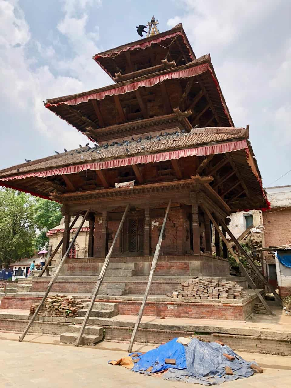 kathmandu-temple-earthquake-reconstruction-photo
