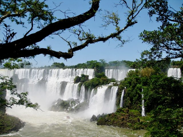 iguazu-falls-argentina-side-photo