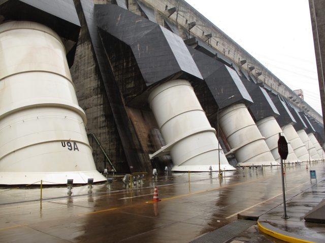 itaipu-dam-photo
