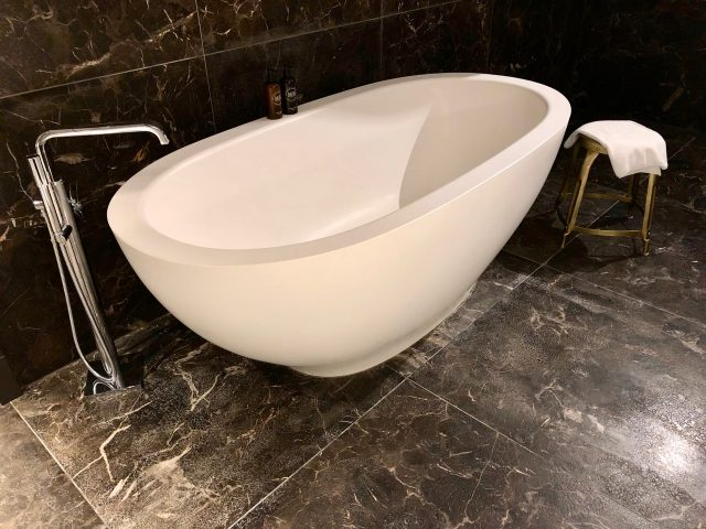 hotel-pacai-vilnius-bathroom-bath-tub-photo