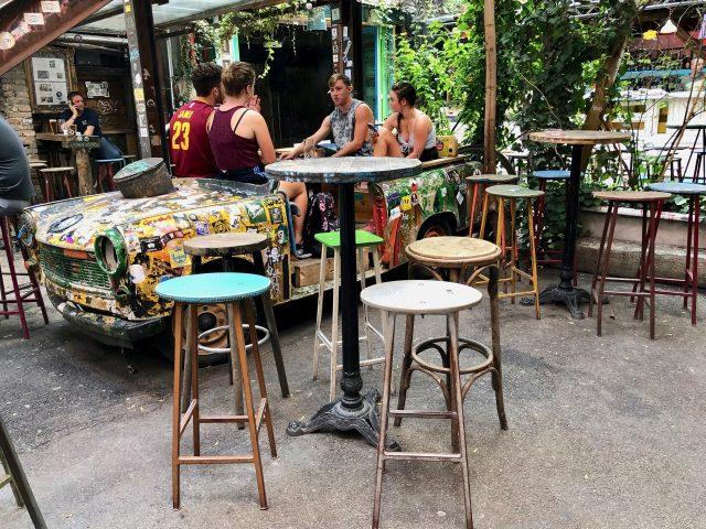 trabant-szimpla-bar-budapest