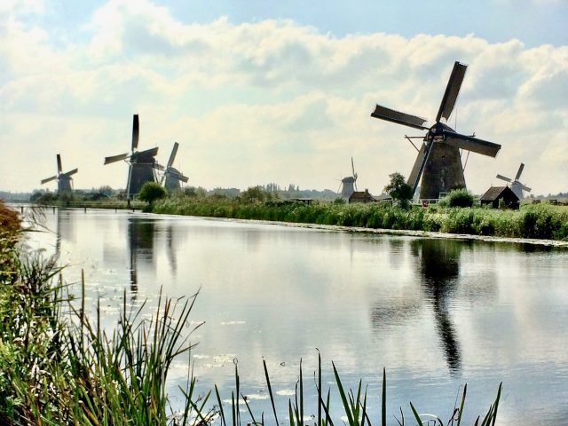 kinderdijk-windmills-photo
