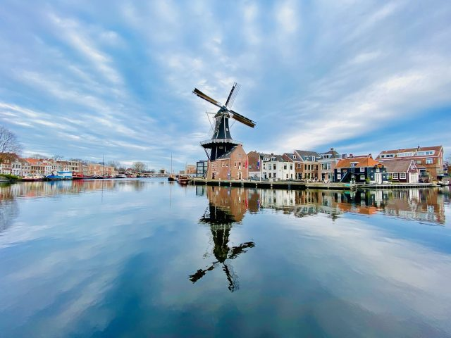 haarlem-de-adriaan-windmill-photo