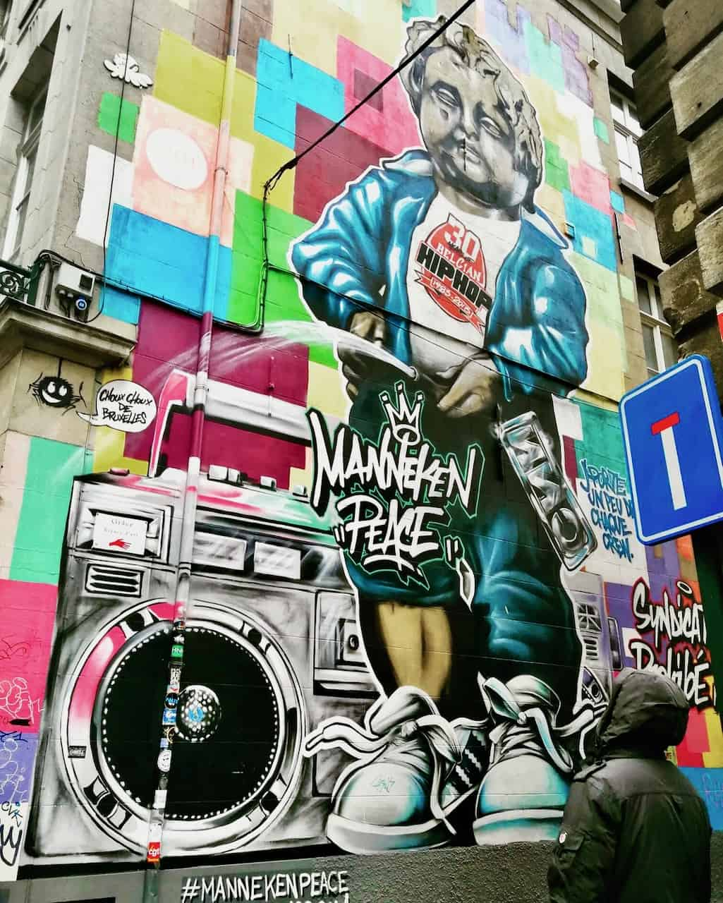 manneken-peace-brussels-street-art-photo