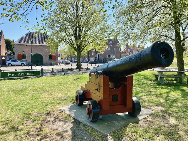 naarden-vesting-cannon-photo