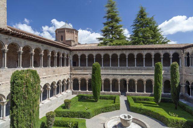 santa-maria-de-ripoll-monastery-photo