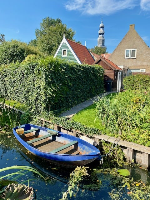 hindeloopen-canal-boat-photo