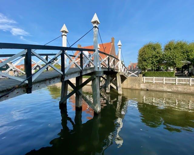 wooden-bridge-hindeloopen-photo