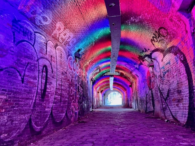 colourful-tunnel-utrecht-photo