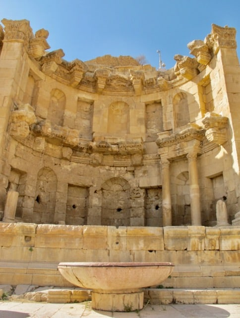 jerash-nymphaeum-fountain-photo