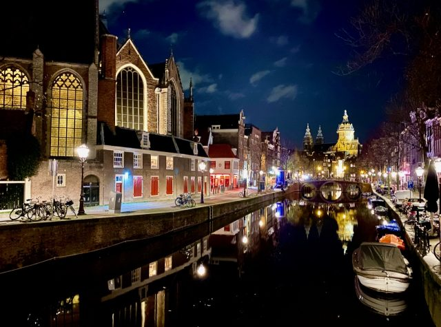 amsterdam-red-light-district-night-photo