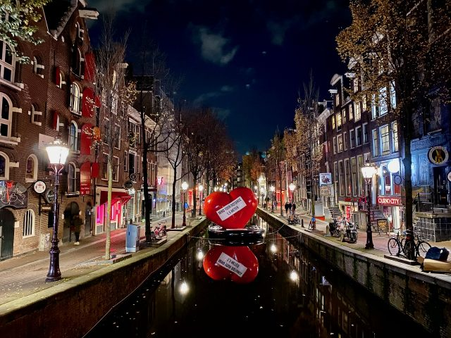 amsterdam-red-light-district-canal