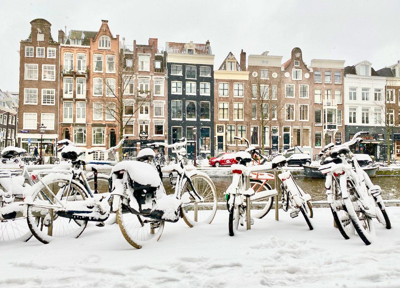 winter scenes in amsterdam