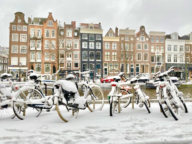 amsterdam-bicycles-canal-houses
