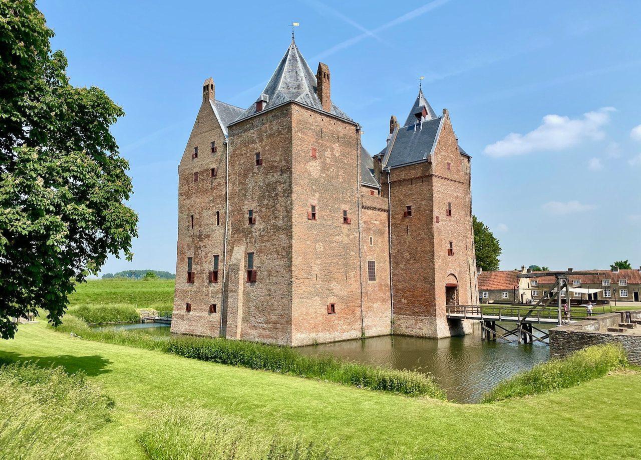 netherlands-castle-slot-loevestein